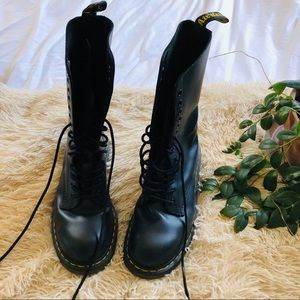DOC MARTENS 14 eye boots size 10 women worn ONCE